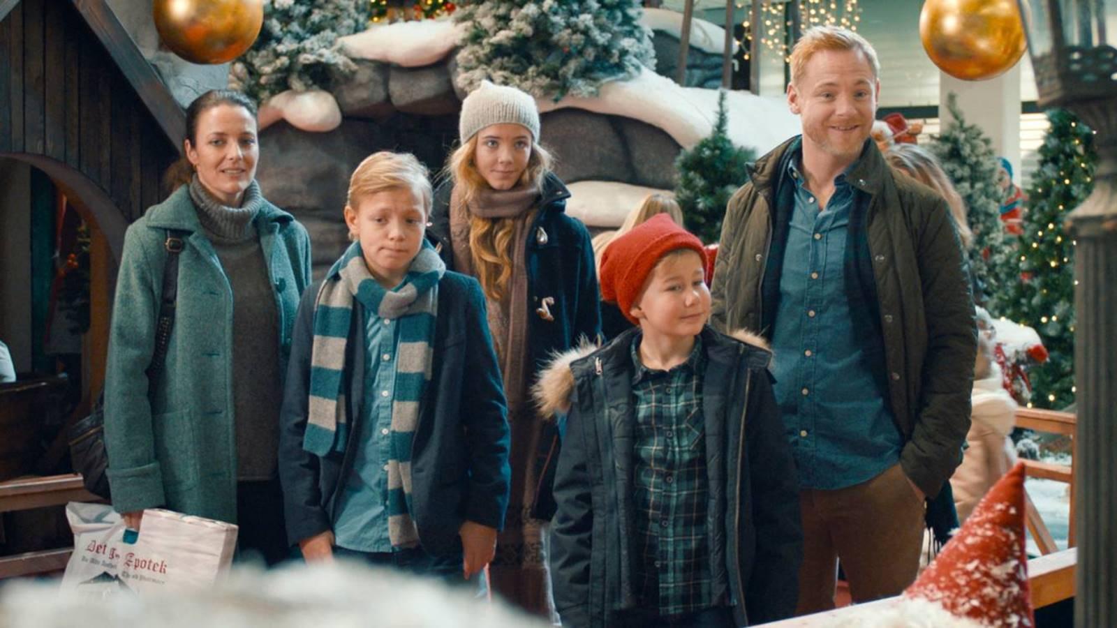 Familien Jul i Nissernes Land 01